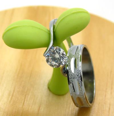 合金钛钢对戒 韩版时尚戒指 砖石戒指情侣戒指 一对时尚礼品盒装锆石