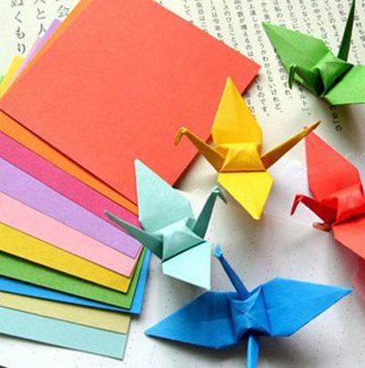 彩色手工纸 千纸鹤折纸 纸张材料 儿童手.